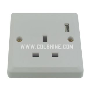 UK wall socket with USB port